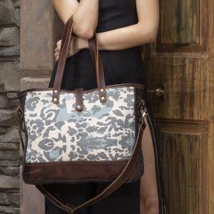 Myra camo print panache weekender bag